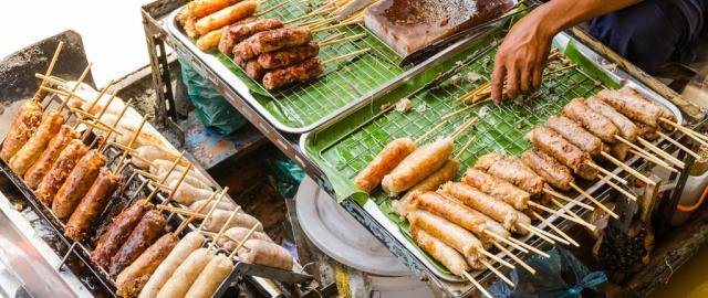 Comida en mercado flotante