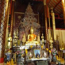 Interior de Wat Chiang Mun