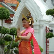 Mujer con traje típico